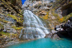 http://www.shutterstock.com/es/pic-191951144/stock-photo-cascada-cola-de-caballo-waterfall-under-monte-perdido-at-ordesa-valley-aragon-huesca-pyrenees-of.html?src=_CiXdZGNSA4V6XzseiVoxQ-1-80
