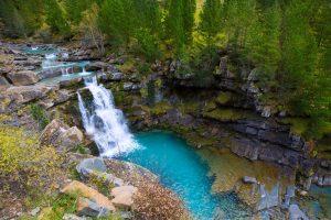 http://www.shutterstock.com/es/pic-176869562/stock-photo-gradas-de-soaso-in-arazas-river-ordesa-valley-pyrenees-huesca-aragon-spain.html?src=_CiXdZGNSA4V6XzseiVoxQ-2-31